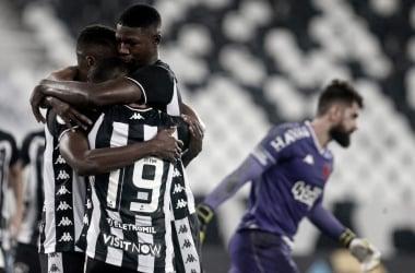 Botafogo domina Vasco e abre vantagem na Copa do Brasil