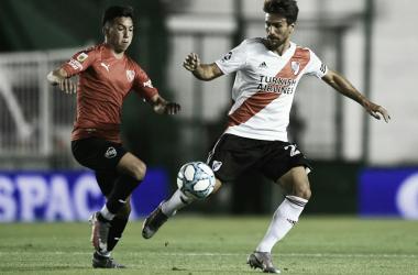 En acción Velasco y Ponzio. El primero autor de dos goles, el segundo lo padeció. Foto: River Oficial.