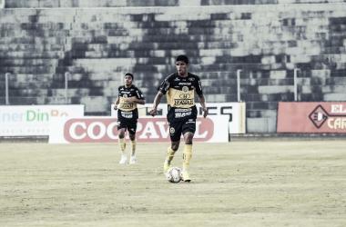 Com Oberdan em campo, FC Cascavel vence e assume liderança do Paranaense