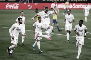 Benzema festeja su primer tanto frente al Cádiz. |Foto: @realmadrid
