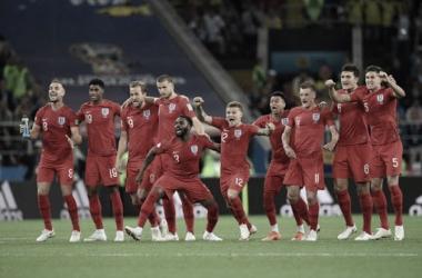 Vardy y Henderson durante la tanda de penales ante Colombia | Foto: Prensa FIFA
