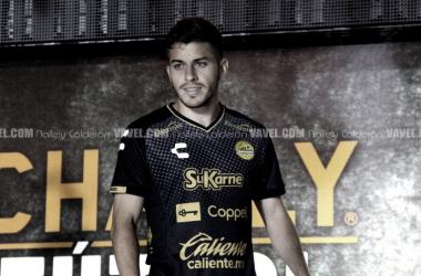 Facundo Juárez en la presentación de uniformes de Dorados de Sinaloa | Fotografía: Nallely Calderon. VAVEL México.