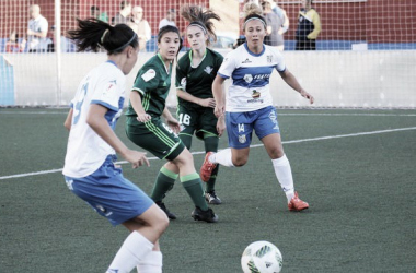 Jugada del partido entre la UD Granadilla y el Real Betis Féminas | Foto: Real Betis