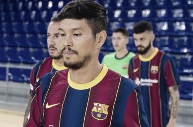 Daniel Shiraishi en un partido amistoso entre el equipo (vía @fcbfutsal)