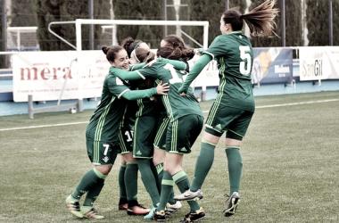Las jugadoras del Betis Féminas celebran el tanto de Paula Moreno | Foto: Real Betis