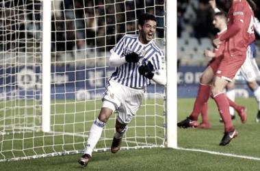 Carlos Vela celebra su gol anotado ante el Sevilla. Foto: Real Sociedad