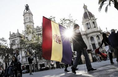 La bandera tricolor es el símbolo más reconocible del movimiento republicano. Foto: Manuel Bruque (EFE)