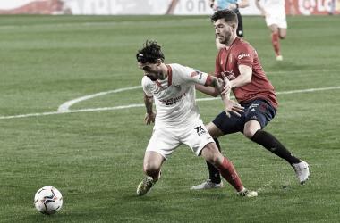 Suso ante David García / @SevillaFC