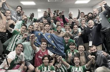 Celebración bética tras conseguir plaza en Europa League (2020/21) | Foto: @joaquinarte