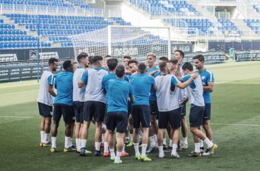Los jugadores hacen piña en el entrenamiento del viernes | Foto: Sergio Ramírez (VAVEL)