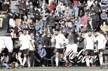 El Valencia resucita ante un decepcionante Espanyol