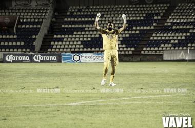 El guardameta Carlos Velázquez festejando el empate en los últimos minutos.