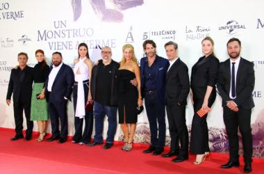 El reparto de 'Perfectos desconocidos' en la premiere de 'Un monstruo viene a verme' [Foto: Irene Izquierdo]