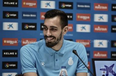 Borja Iglesias durante la rueda de prensa. Foto: Vavel (Tomás Rubia)