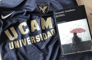 Imagen especial por el Día del Libro | Foto: UCAM Murcia CF