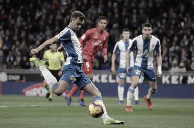 Leo Baptistao en el remate previo al primer gol blanquiazul. Foto: RCD Espanyol