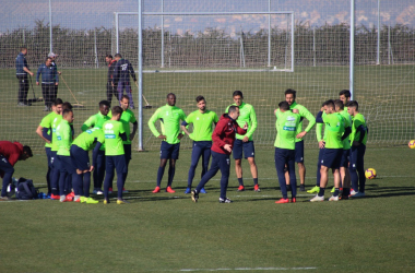 Diego Martínez da órdenes en un entrenamiento del Granada CF | Foto: Óscar Yeste