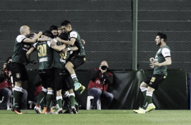 Los jugadores celebran el primer gol. (Foto: Infobae)
