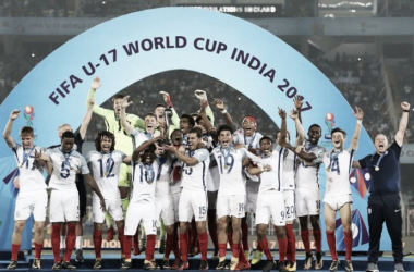 Los futbolistas de la selección inglesa Sub-17 festejan el título mundial tras vencer a España en la final I Foto: FIFA