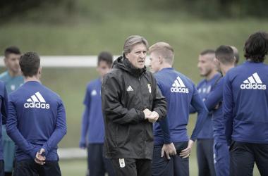 Sergio Egea dirigiendo su primer entrenamiento | Imagen: Real Oviedo