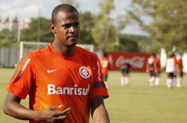 Contrato do jogador vai até o final de 2014 (Foto: Diego Guichard)