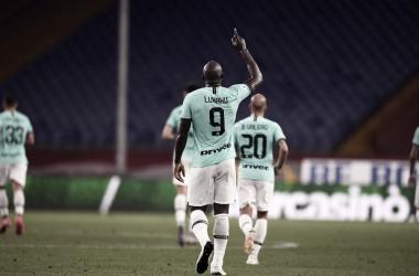 Com grande partida de Lukaku, Internazionale atropela Genoa e seca Juventus