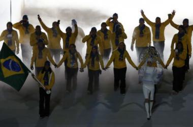 Brasil desfila na Cerimônia de Abertura dos Jogos de Sochi com 13 atletas
