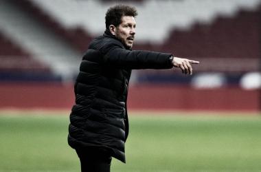 Simeone dirigiendo el encuentro / Twitter: Atlético de Madrid