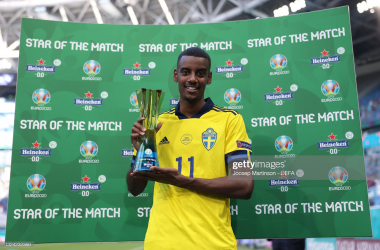"""Alexander Isak of Sweden poses for a photograph with their Heineken """"Star of the Match"""" award after the UEFA Euro 2020 Championship Group E match between Sweden and Slovakia at Saint Petersburg Stadium on June 18, 2021 in Saint Petersburg, Russia. (Photo by Joosep Martinson - UEFA/UEFA via Getty Images)"""