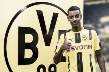 ¿Alexander Isak puede irse del Dortmund a préstamo?