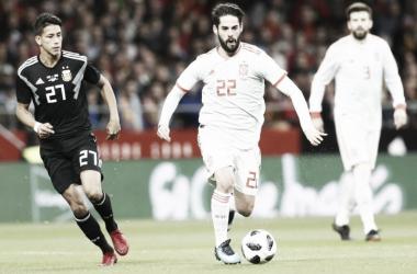 Isco en un lance del juego del partido amistoso entre España y Argentina (FOTO:VAVEL.com)