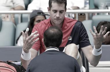 Molestias, enojo y decepción por parte del norteamericano al momento de ser atendido en la final del Miami Open. Foto: Zimbio