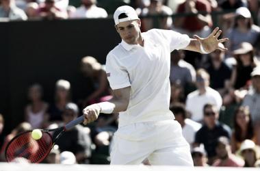 John Isner durante un partido esta semana en Wimbledon. Foto: zimbio.com