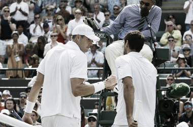 Isner and Cilic shake hands at the net following their epic third round encounter at Wimbledon in 2015 (Source : AP)