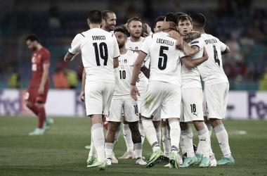 Italia comienza con goleada su camino hacia la Eurocopa