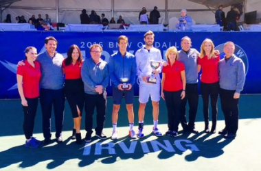 Aljaz Bedene (middle left( and Marcel Granollers (middle right) pose with tournament officials/Photo: Irving Tennis Classic