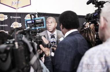 Magic Johson durante una rueda de prensa /J Alexander Díaz Lakers.com