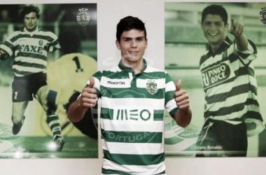 Jonathan Silva apresentado no Sporting (Foto: Sporting CP)