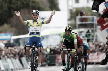 Julian Alaphilippe vince a Bermeo. Fonte: Itzulia Basque Country/Twitter