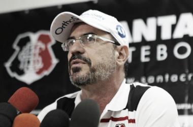 Preparador físico Jailton Cintra fala sobre a pré-temporada da equipe coral. Foto: Antonio Melcop/Santa Cruz