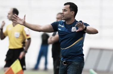 Jair cogita mudanças no ataque do Santos e pede calma com Rodrygo