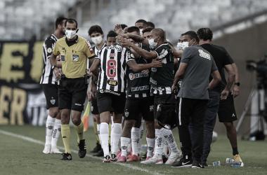 Jair substitui Tchê Tchê e garante o gol da vitória (Foto: Pedro Souza/Atlético-MG)