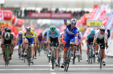 Jakobsen acaba con el dominio de Bennet en el Tour de Turquía
