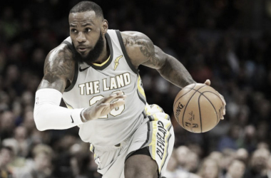 LeBron James continues to break NBA records, having scored 10+ points in 867 consecutive games. Photo: Tom Dejak/AP.