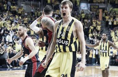 Turkish Airlines EuroLeague - Gara uno è del Fenerbahce, Baskonia abbattuto alla Ulker Hall (82-73)