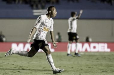 Goiás e Corinthians empatam no Serra Dourada em jogo movimentado