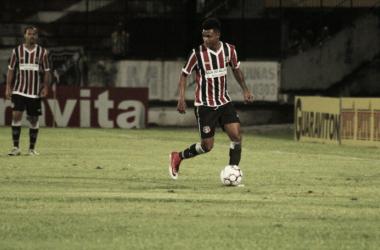 Bruno Paulo vinha sendo titular e agradando a torcida Coral, mas deve ficar de fora por aproximadamente dez dias(Foto: Divulgação / Santa Cruz Futebol Clube)