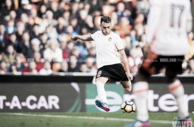 Munir, en un duelo de la pasada temporada con el Valencia | Fotografía: PhotoSilver