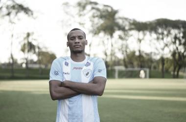 Zagueiro Jeferson Silva celebra retorno ao Brasil e garante motivação para Série C