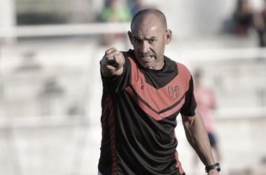 Jémez dirigiendo un entrenamiento | Fuente: Rayo Vallecano S.A.D